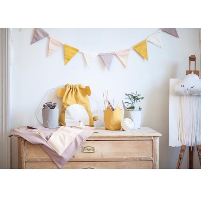 girlande aus stoff in zartem lila gelb ros von fabelab herr und frau krauss shop und blog. Black Bedroom Furniture Sets. Home Design Ideas