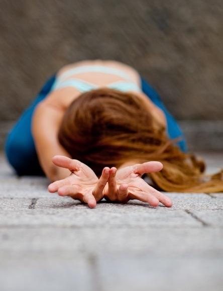 yoga-julia-brakensiek-yogalehrerin-beyond-yoga-berlin-image-fuenf