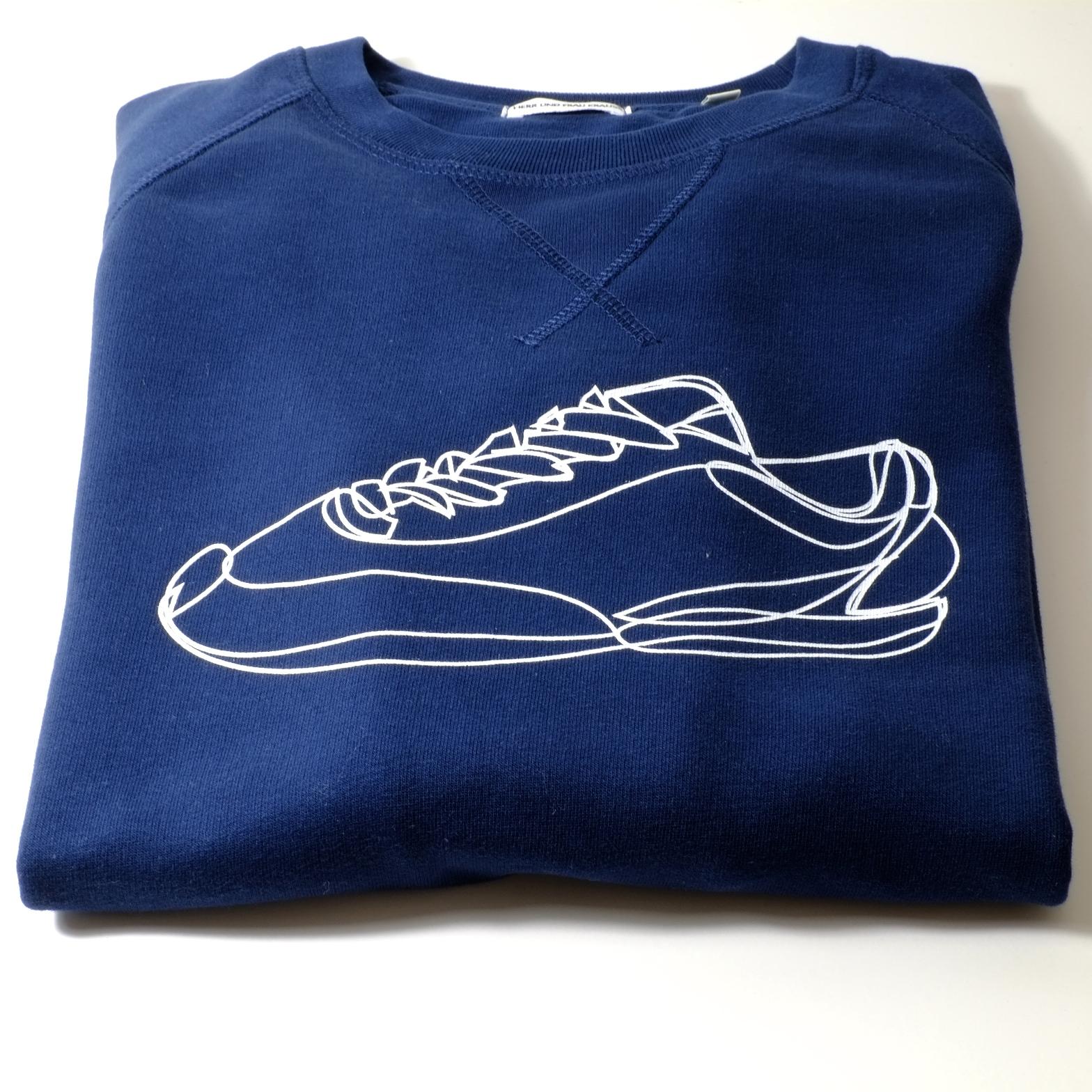 sweatshirt-maenner-organic-cotton-turnschuh-dunkelblau-liegend