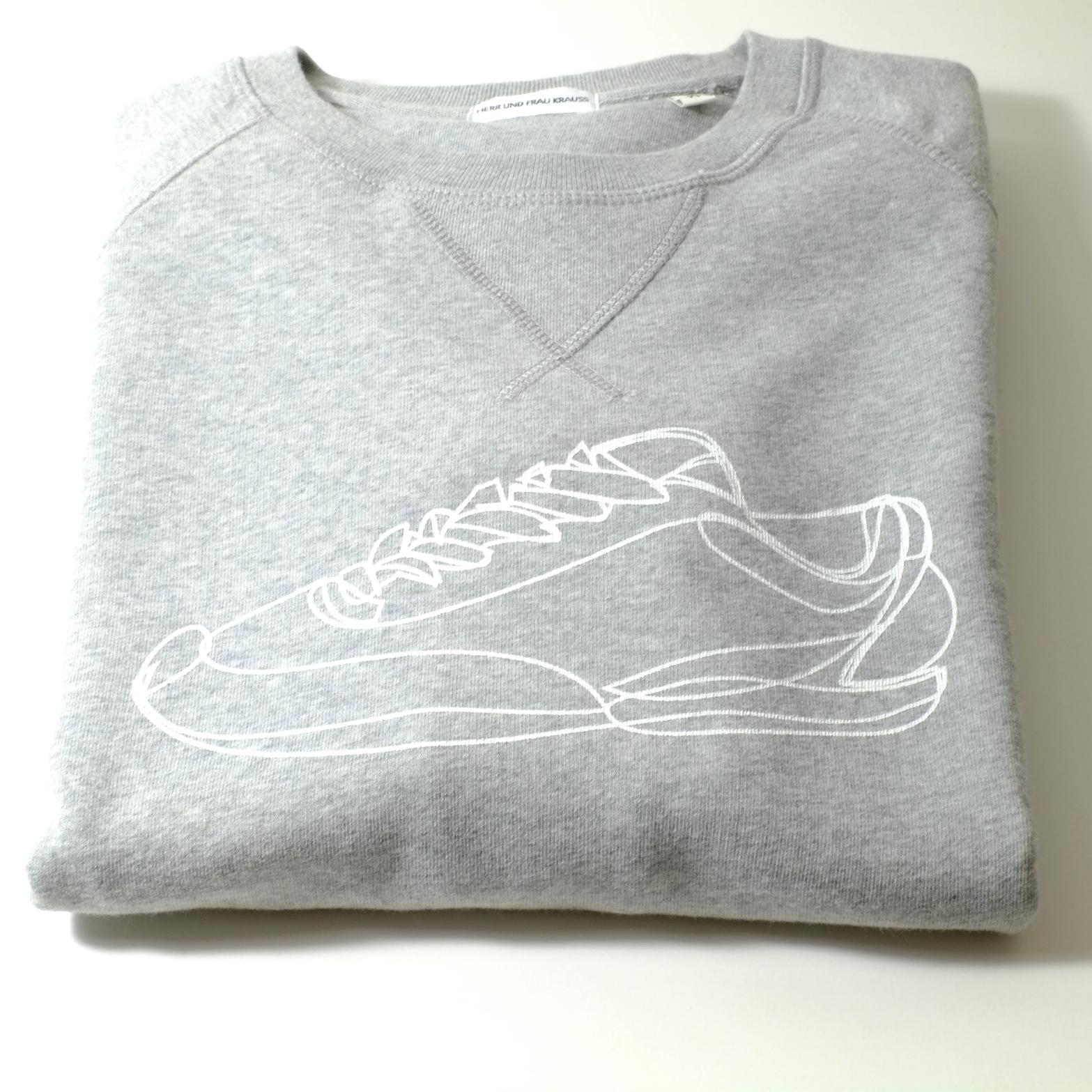 sweatshirt-maenner-organic-cotton-turnschuh-grau-melange-liegend