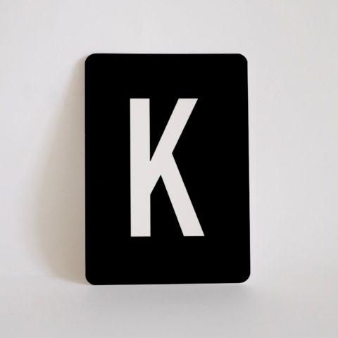 postkarte-buchstabe-k-papier-herr-und-frau-krauss