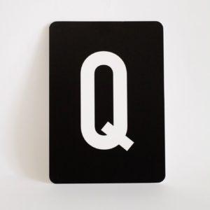 postkarte-buchstabe-q-papier-herr-und-frau-krauss