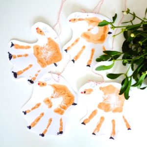 basteln-mit-kindern-rentier-weihnachten-anhaenger-geschenk