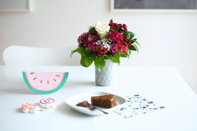 geburtstag-kuchen-geschenke-blumen-herrundfraukrauss