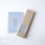 bleistifte-set-hellblau-monkandanna-kalender-navucko