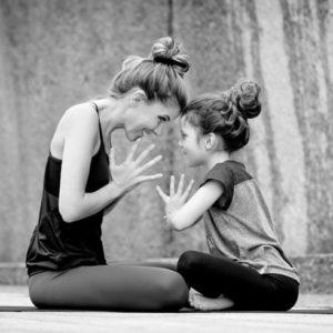 beyong-yoga-berlin-eltern-kind-yoga-julia-brakensiek-startbild