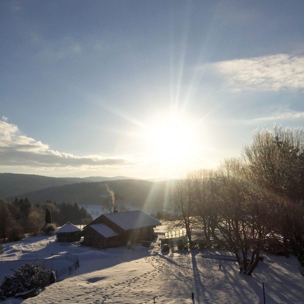 maibrunn-berghotel-sonne-schnee-winter-herrundfraukrauss