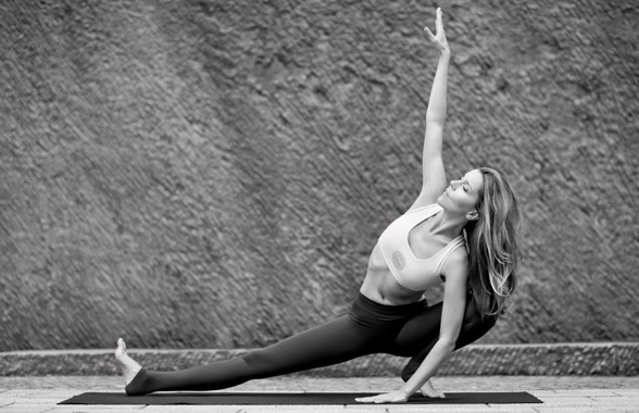 yoga-julia-brakensiek-yogalehrerin-beyond-yoga-berlin-image-drei