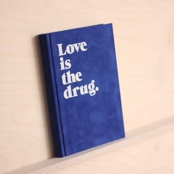 love-is-the-drug-notizbuch-blau-navucko