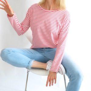 rot-weiss-gestreiftes-shirt-redraft