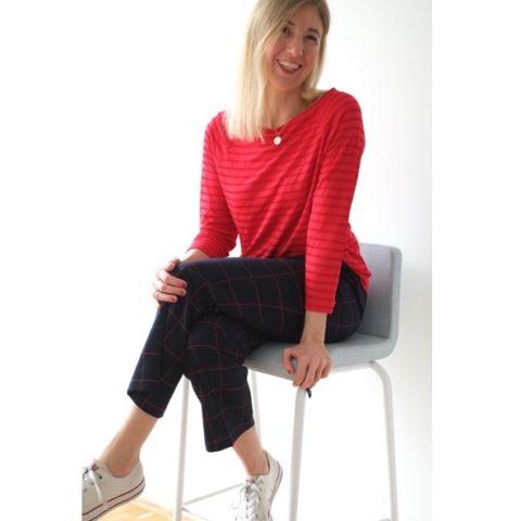 karierte-hose-rotes-shirt-streifen-redraft-herrundfraukrauss-onlineshop-sechs