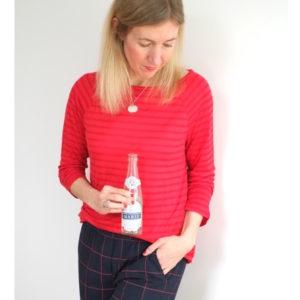 karierte-hose-rotes-shirt-streifen-redraft-herrundfraukrauss-onlineshop-acht