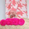 strickmantel-redraft-rosa-korbtasche-pompoms-pink