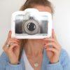 lange-strickjacke-redraft-postkarte-kamera-thegiftlabel-herrundfraukrauss-onlineshop