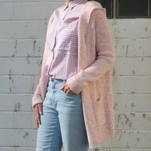 strickjacke-strickmantel-lang-rosa-redraft-herrundfraukrauss-onlineshop