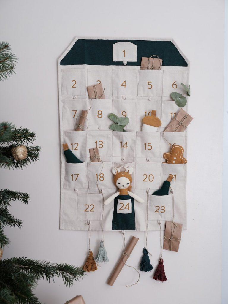 adventskalender-haus-fabelab-wandkalender-herrundfraukrauss-onlineshop-vier