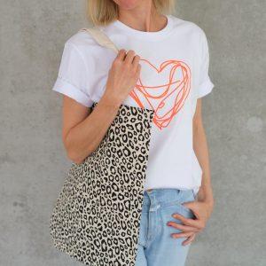 t-shirt-weiss-neon-herz-bio-fair-herrundfraukrauss-fuenf