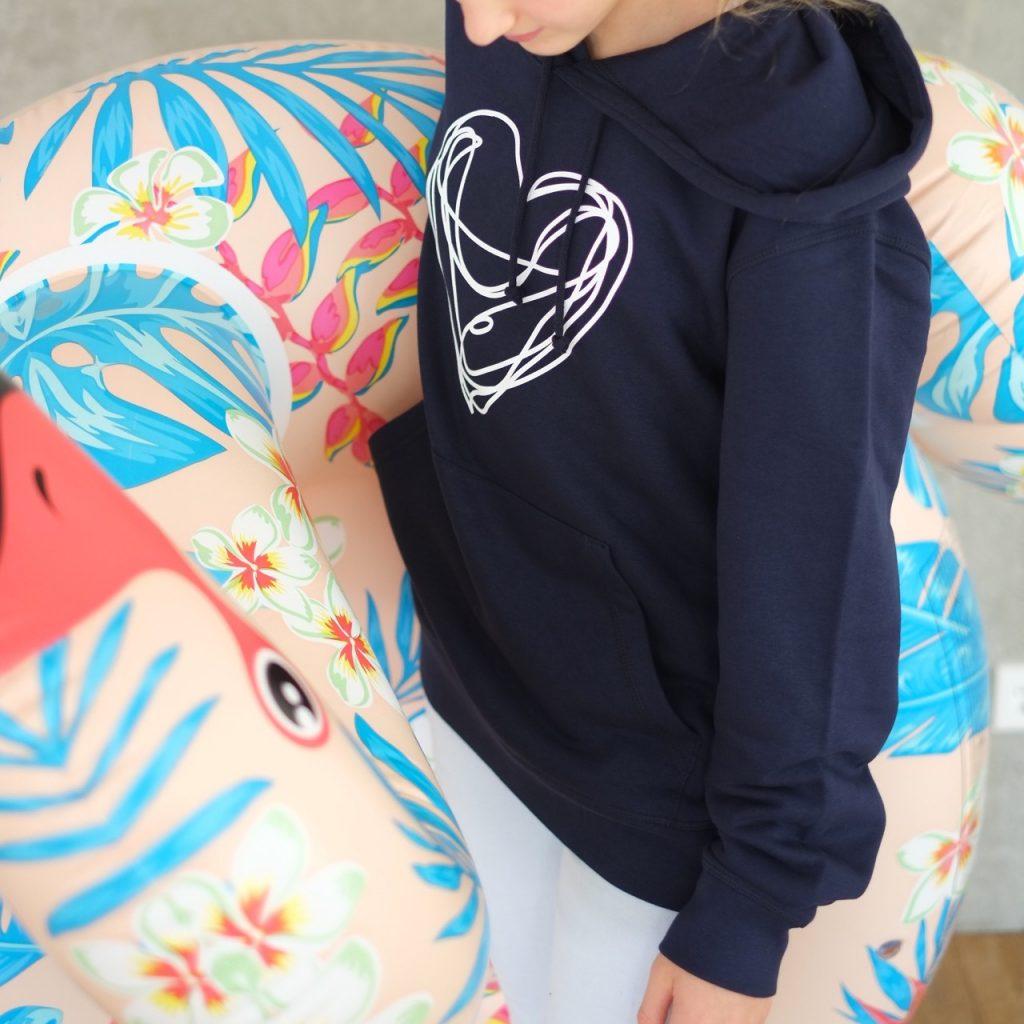 hoodie-blau-weiss-kapuze-bio-fair-herrundfraukrauss