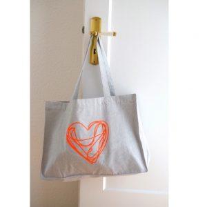 shopping-bag-baumwolltasche-grau-melange-herz-biobaumwolle-herrundfraukrauss-onlineshop-fuenf