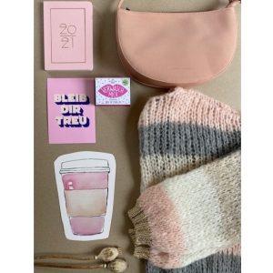 strickjacke-tasche-kalender-seife-rosa-herrundfraukrauss-onlineshop