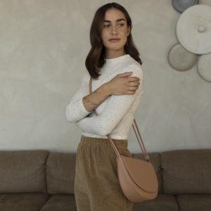 handtasche-half-moon-bag-cashew-herrundfraukrauss-onlineshop