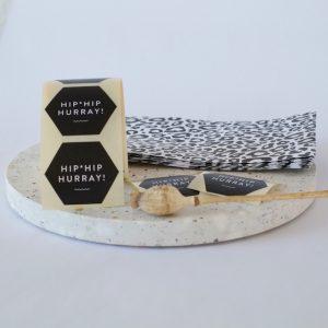 aufkleber-hip-hip-hurray-verpacken-verpackungsliebe-herrundfraukrauss-onlineshop