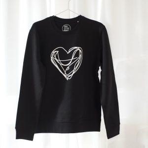 sweatshirt-schwarz-herz-weiss-biobaumwolle-fairwear-nachhaltig-herrundfraukrauss-onlineshop