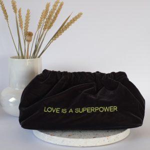 tasche-samt-velvet-bag-sorbet-island-love-is-a-superpower-herrundfraukrauss-onlineshop