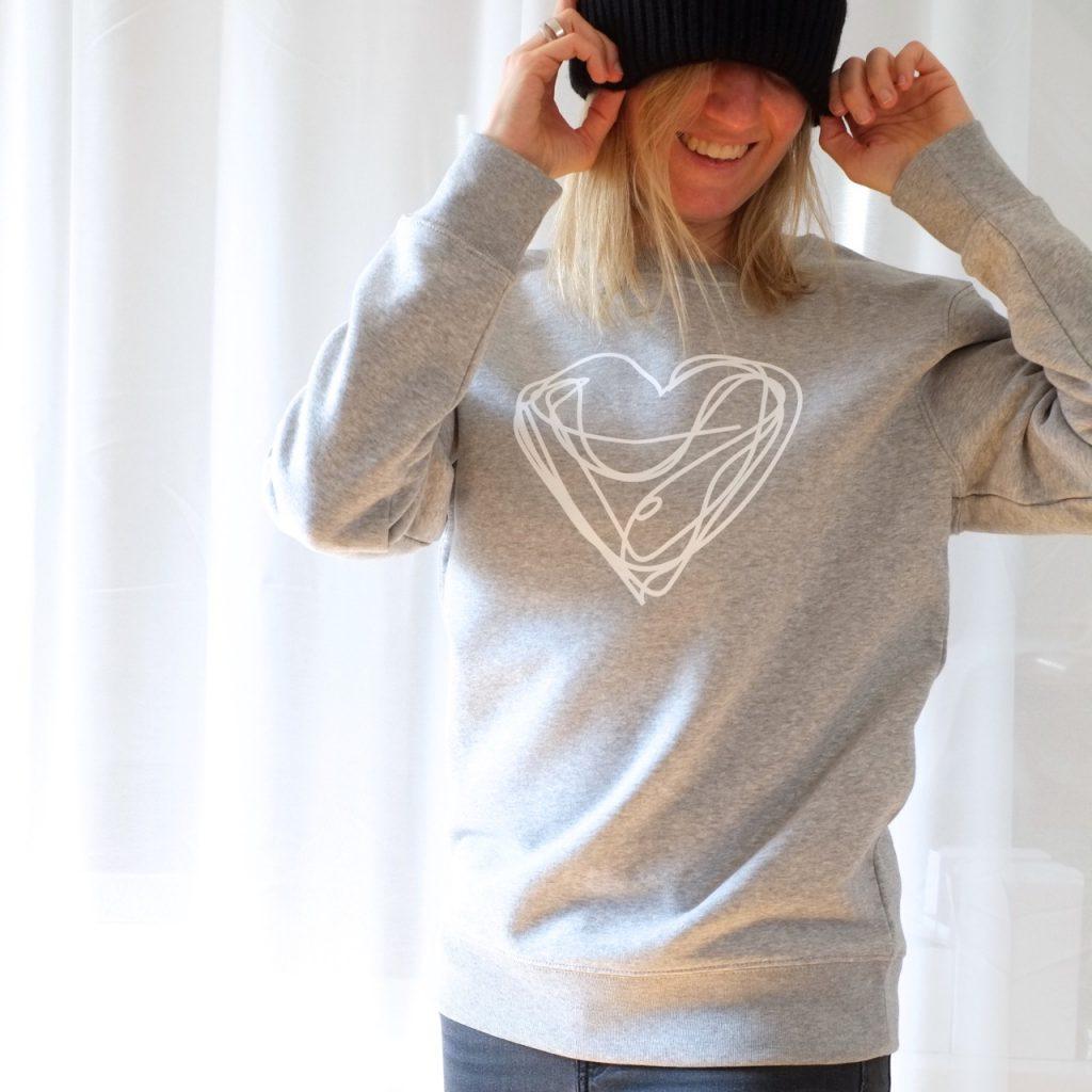 sweatshirt-hellgrau-melange-biobaumwolle-nachhaltig-fairwear-herrundfraukrauss-onlineshop-blog